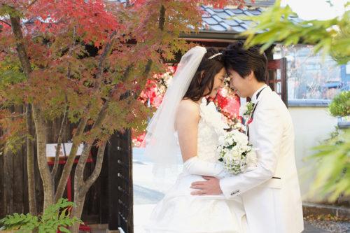 和風結婚式の花屋杢兵衛でウェディングドレスの撮影。ご両親とフォトウェディングを楽しんでいただきました。