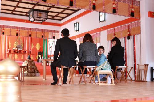 七五三を神社で撮影。浜松中区三組町の秋葉神社でご祈祷していただき家族のイベントとして楽しんでいただきました。